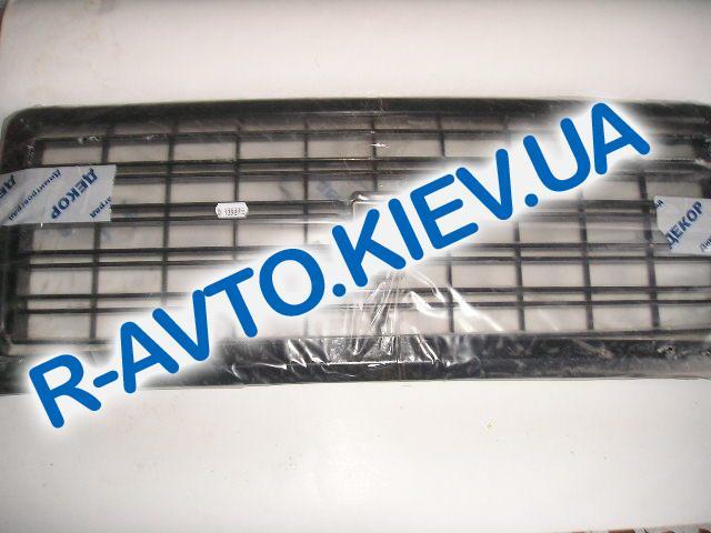 Решетка ВАЗ 2107 черная Декор с молдингом  эмблема