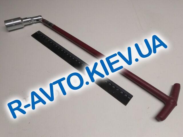 Ключ свечной х21 Inter Tool (HT-1723) длина 500 мм